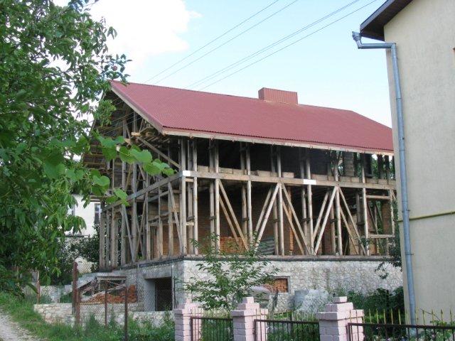 дом из соломы в 2 этажа построен под Тернополем