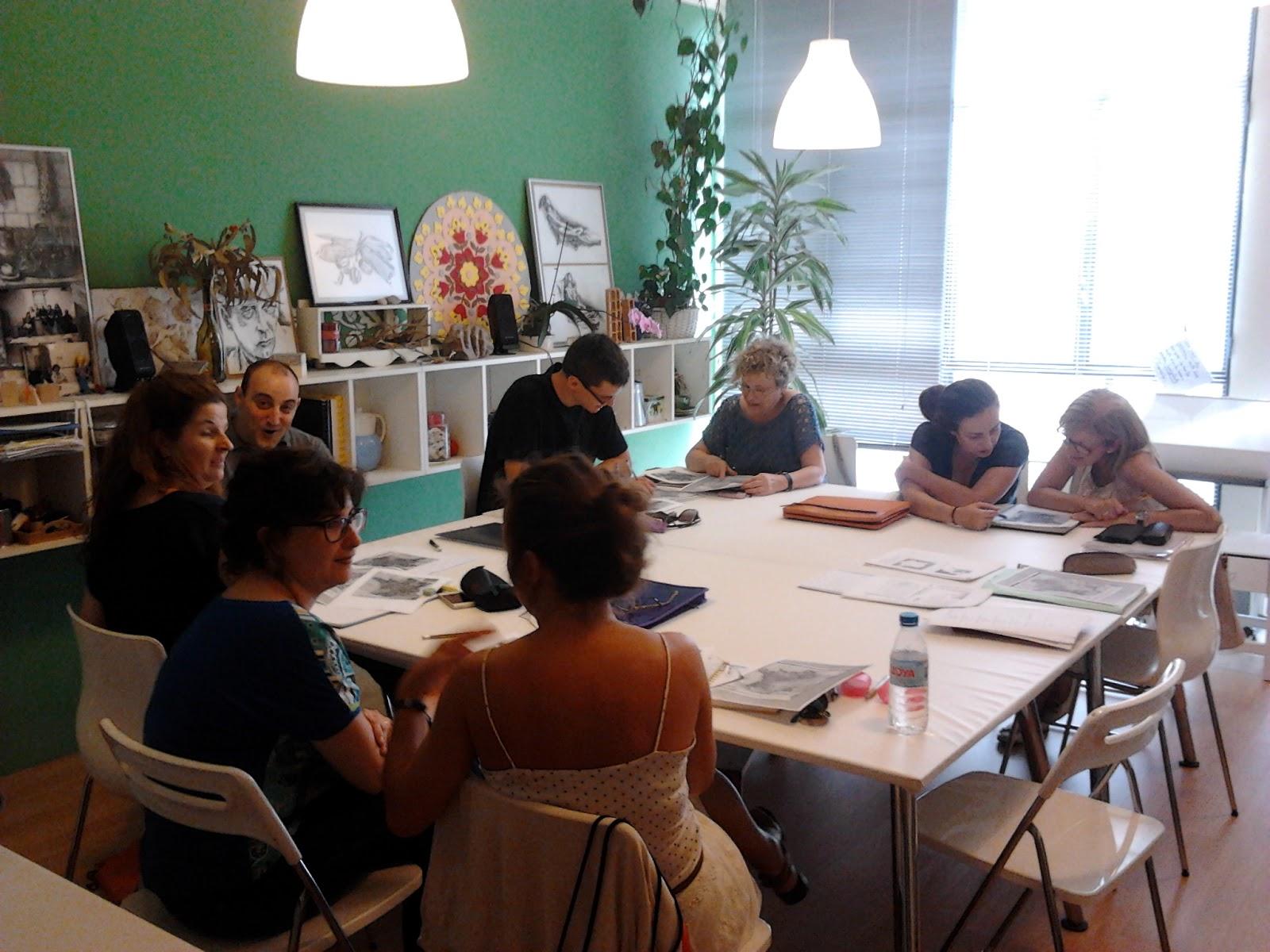élèves qui travaillent dans le cours intensif de français d'été 2014