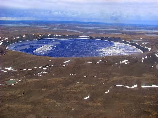 El cráter de impacto Pingualuit en Canadá