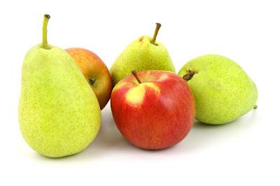 Buah apel dan pir tidak hanya sehat untuk tubuh, tetapi juga bisa mengembalikan warna gigi putih alami.