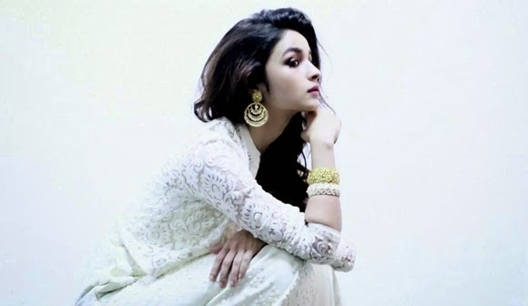 http://www.funmag.org/bollywood-mag/alia-bhatt-photoshoot-for-verve-magazine-august-2014/