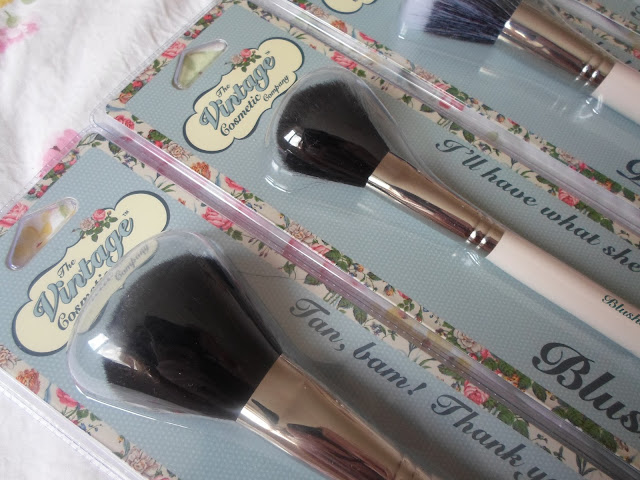 the vintage cosmetic company make up brushes