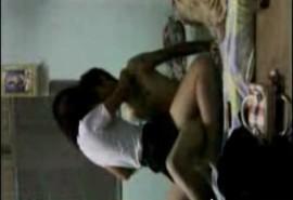 ซ่อนกล้องแอบถ่ายเพื่อนพานักศึกษาสาวมาเย็ดในห้อง เอากันคาชุดนิสิตเสียงไทย100%