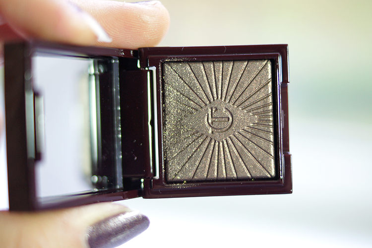 Charlotte-tilbury-eyeshadow-huntress
