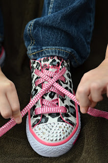 learning to tie shoes, crossing the laces