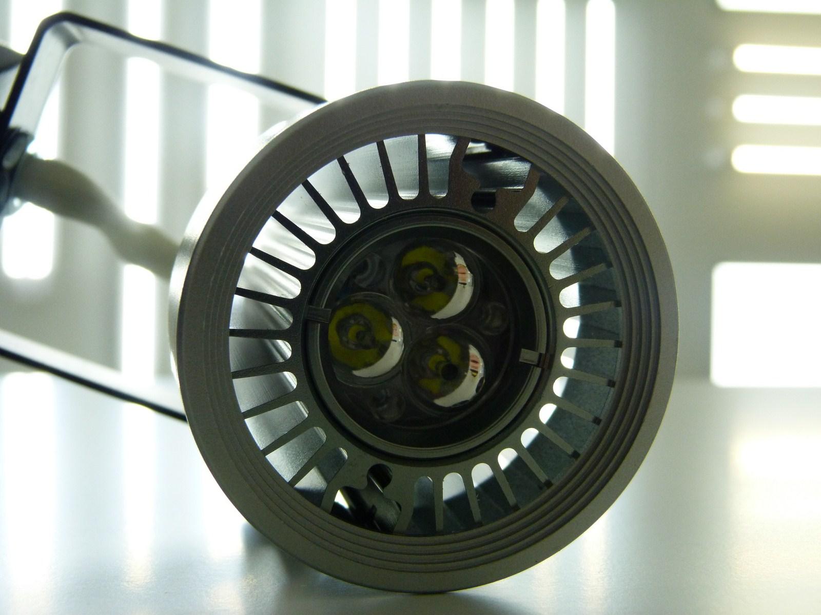 Illuminazione led faretto led su binario orientabile