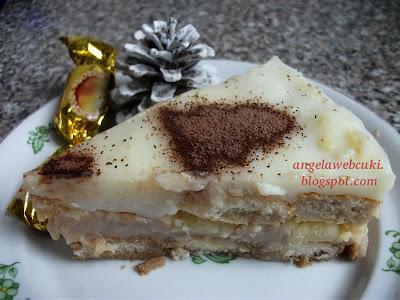Hamis tiramisu 3 recept, sütés nélküli karácsonyi sütemény babapiskótából és mézeskalács ízű pudingporból, kakaóporral a tetején.