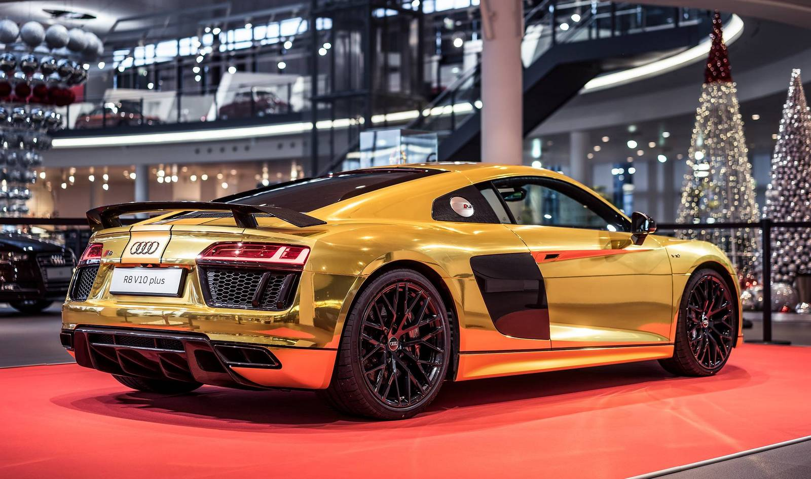 Chrome Gold Audi R8 V10 Plus Stands Out Properly