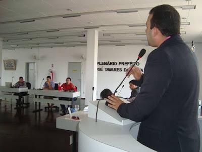 Vereador Max reivindica conclusão de obras e reforma de mercado.