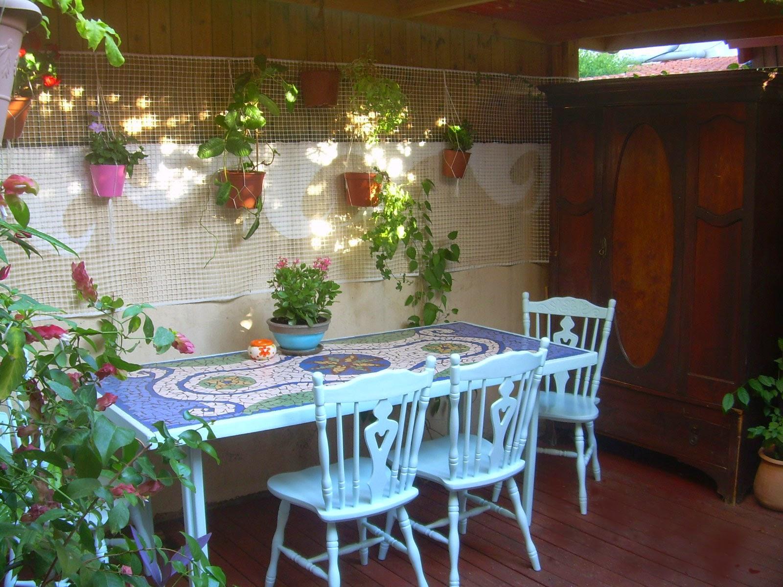 שולחן פסיפס לחצר