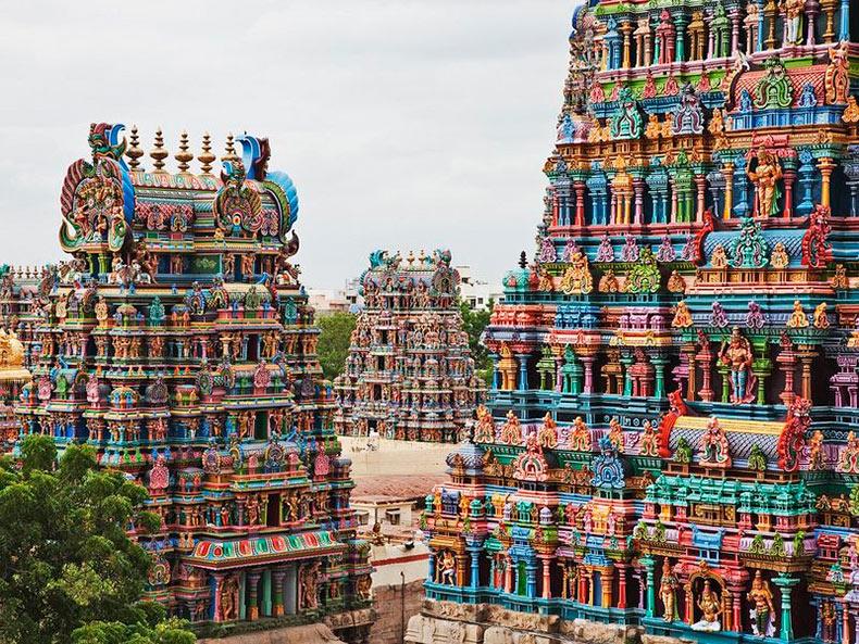 El templo Meenakshi de Madurai: Pirámides technicolor adornados con 33.000 esculturas   India