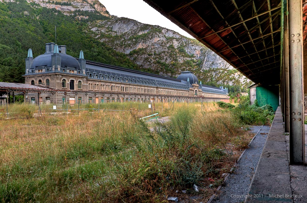 Ferrocarril : Estación Internacional de Canfranc - Click on picture to view album