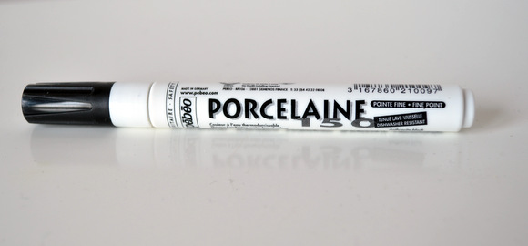 Use this porcelaine pet to write on the utensil holder