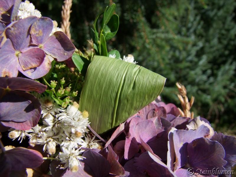 Maisblätter im Hortensien Kranz