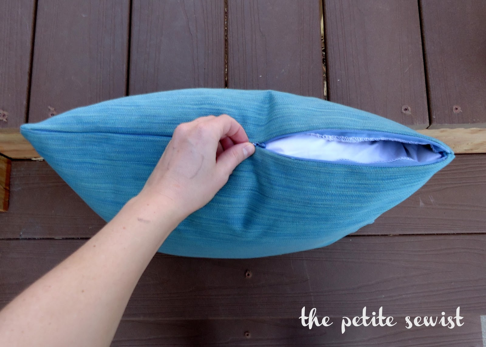 How To Make A Throw Pillow With Invisible Zipper : The Petite Sewist: Tutorial: Throw Pillows with Invisible Zipper