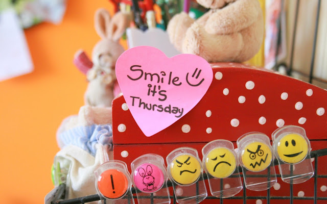 Smile It's Thursday - Sonríe hoy es Jueves 14 de febrero