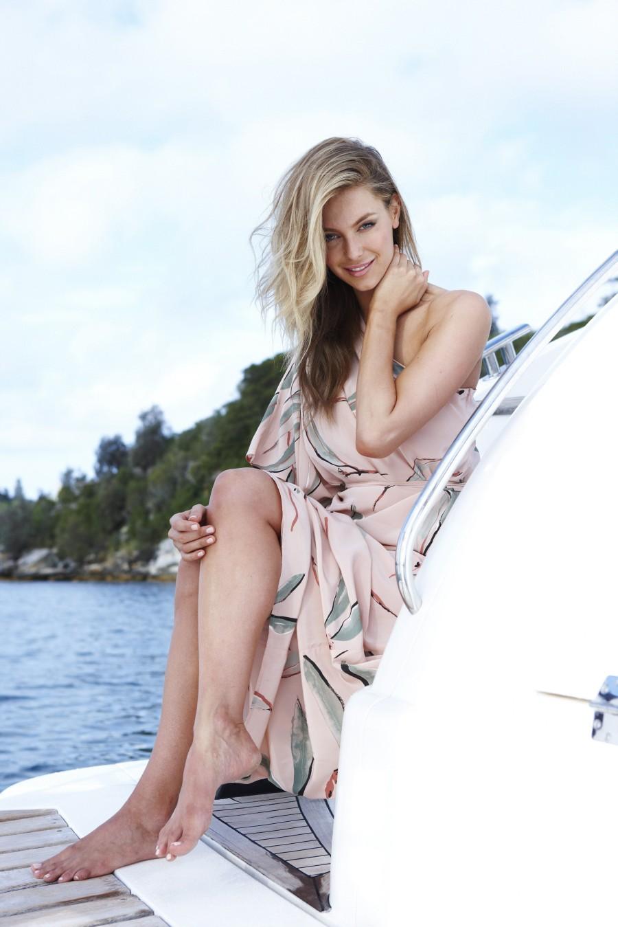 http://1.bp.blogspot.com/-yIPNlLYddDQ/Tz-qpAWsDYI/AAAAAAAALGA/bwAVSA-INTk/s1600/Jennifer+Hawkins+-+Sydney+Harbour+Photoshoot_11.jpg