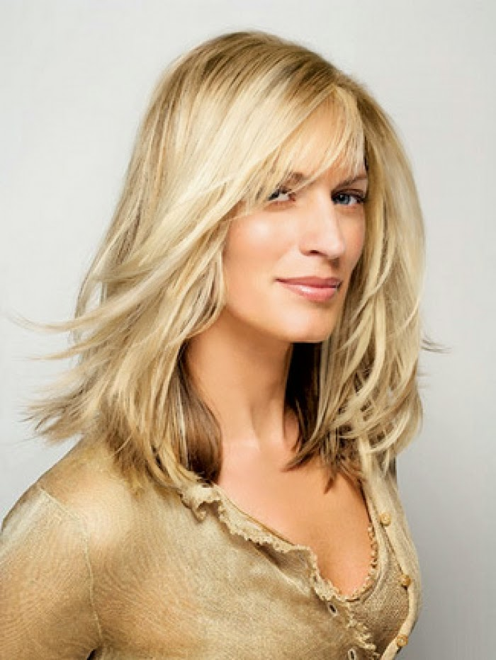 long hairstyles for women over 40 with round faces