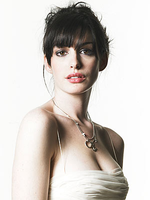 Anne Hathaway Fashion and Hairstyle