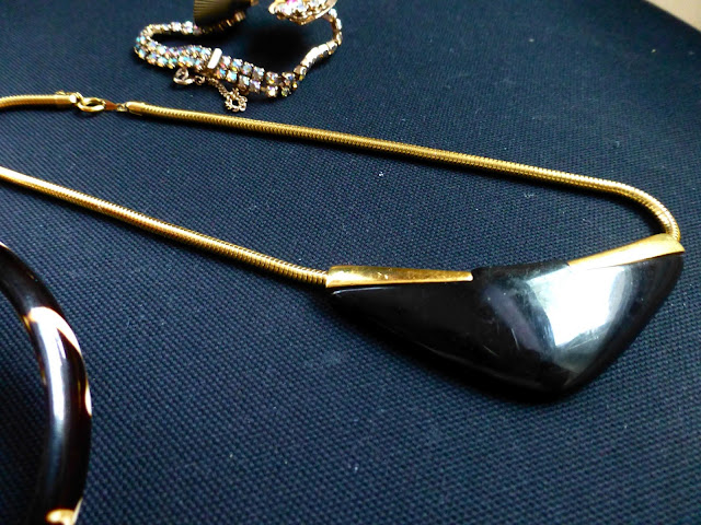 thrift haul vintage trifari necklace