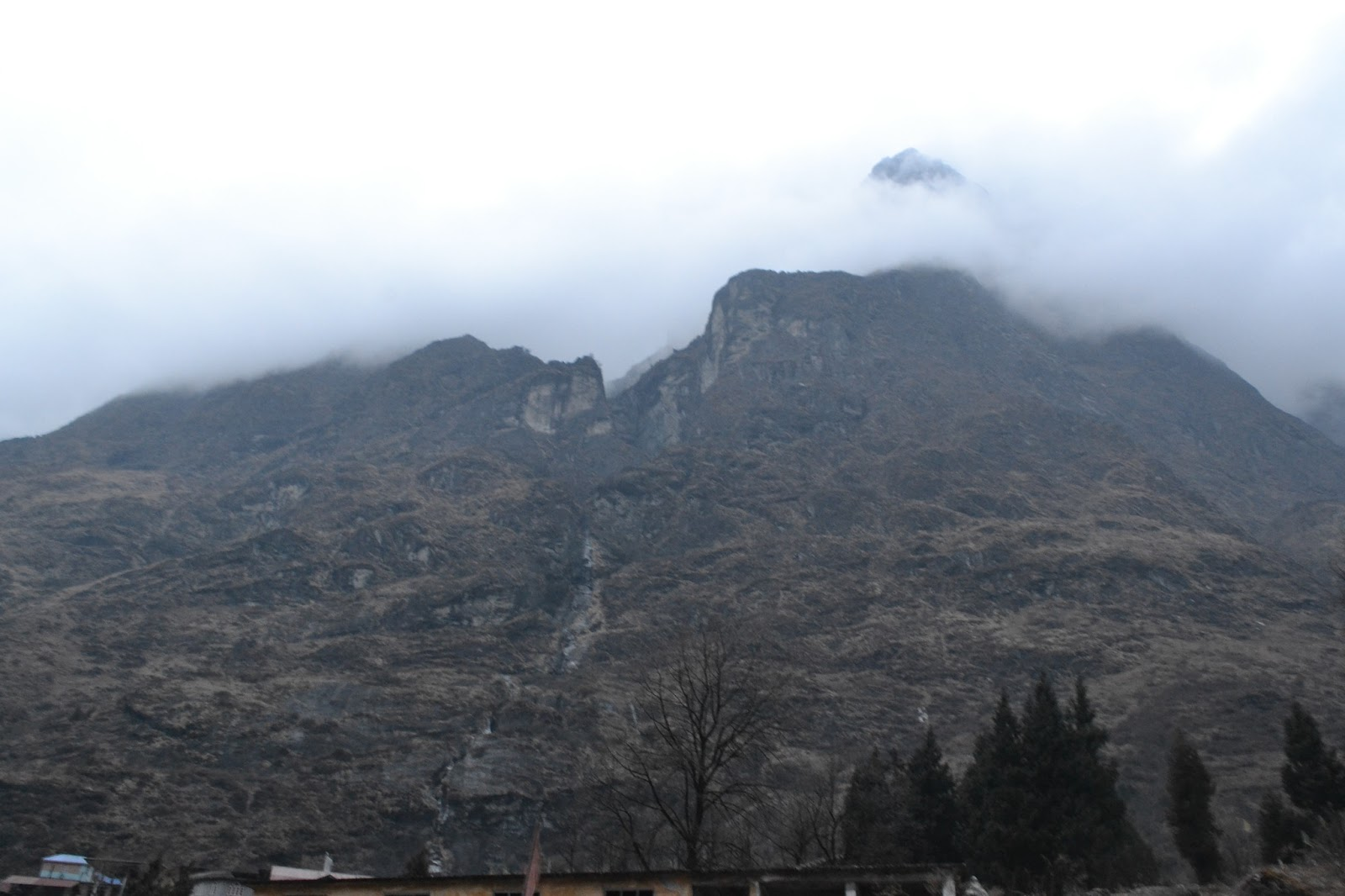 Mountains surrounding the lachung village