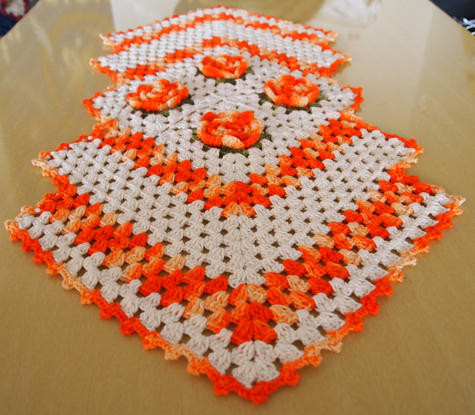 Os croches da elsa caminho de mesa losangos - Tapetes para mesa ...