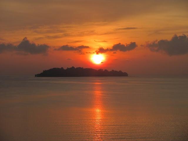 Visiting Avis Island, Maya Bundar