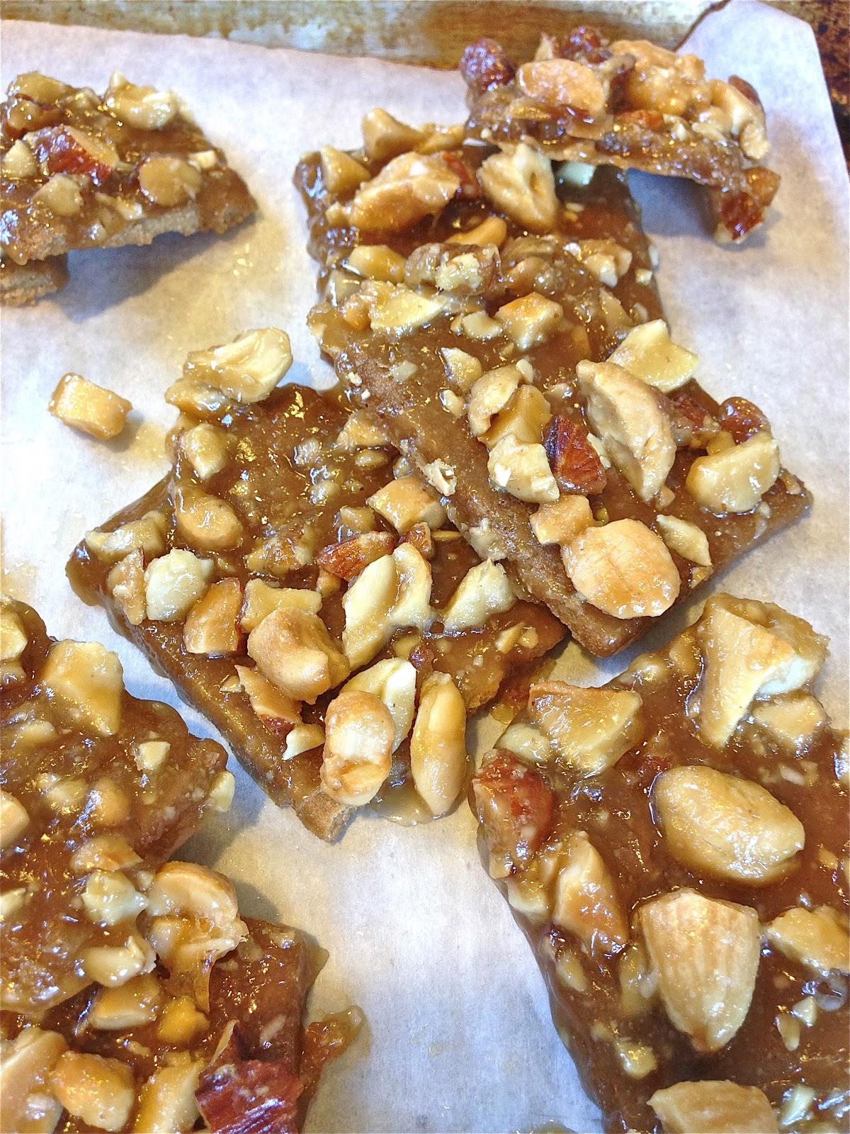 ... Busy Kitchen: Graham Cracker Toffee Nut Bars - make it gluten free