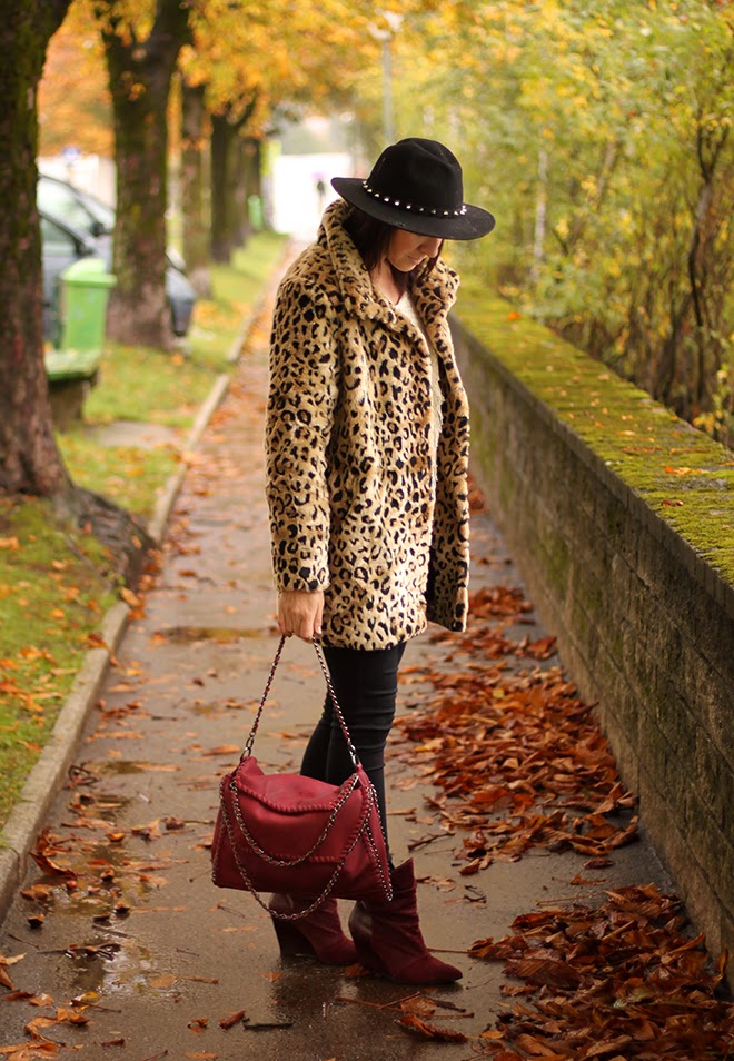 outfit-trend-fashionblogger-leopard-mantel-newyorker-supertrash-highwaist-bordeaux-dunkelrot-falballa-chainbag