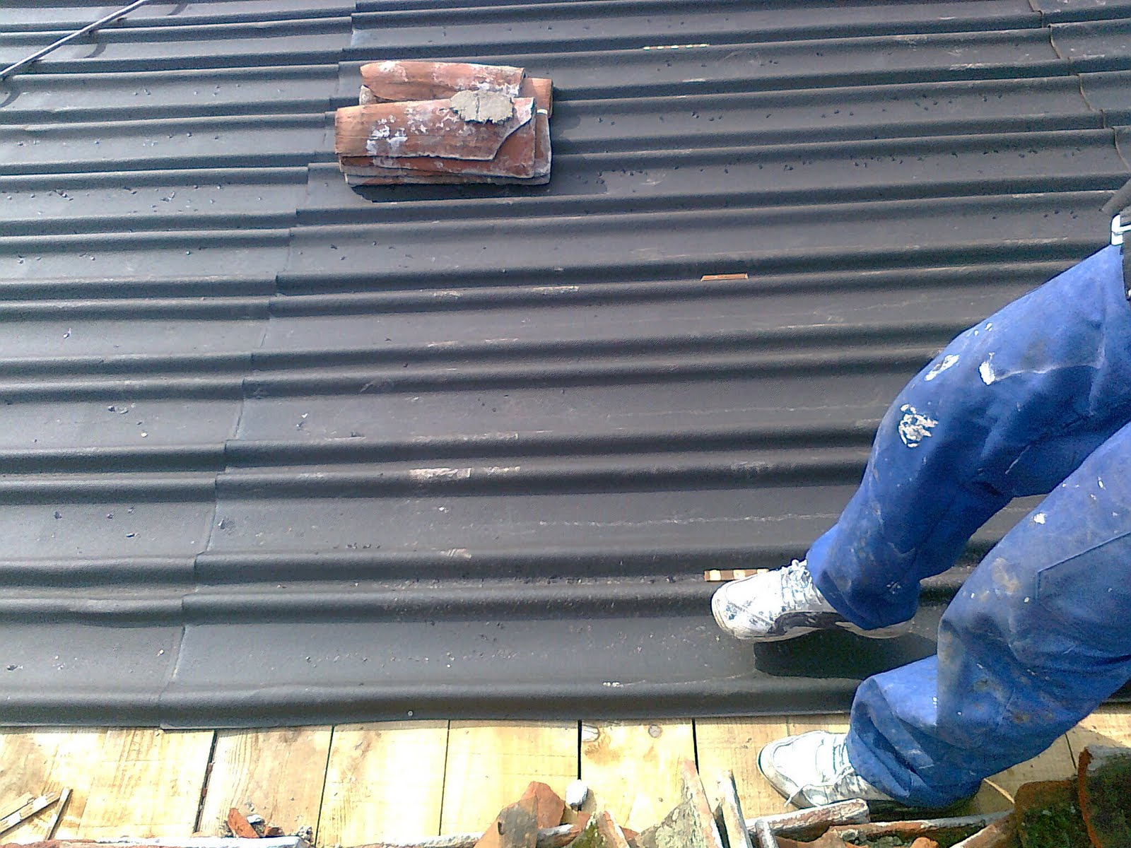 Cubierta nave industrial de madrid instaladores panel for Tejados de madera antiguos