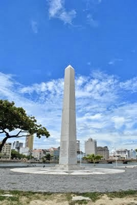 Obelisco em homenagem aos heróis da Restauração Pernambucana