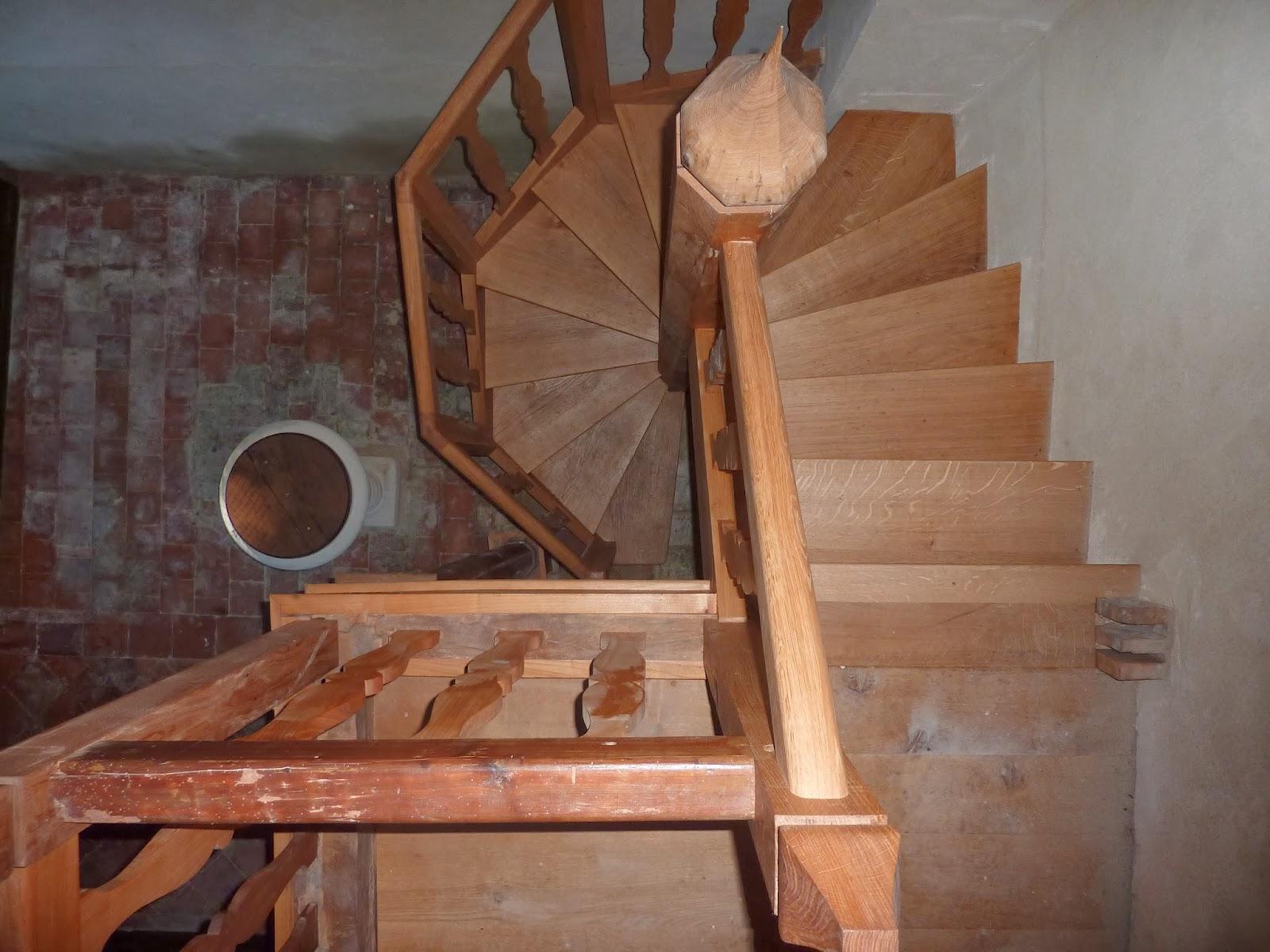 la terre du bois fabrication de l 39 escalier de l 39 eglise de montherlant et restauration de l 39 estrade. Black Bedroom Furniture Sets. Home Design Ideas