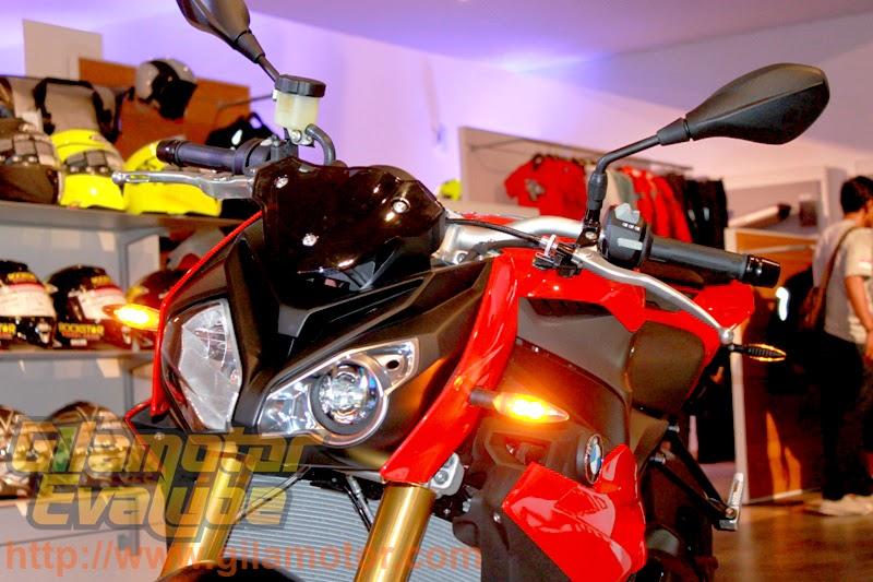 BMW S 1000 R Naked Bike 2014 | Harga, Spec dan Foto