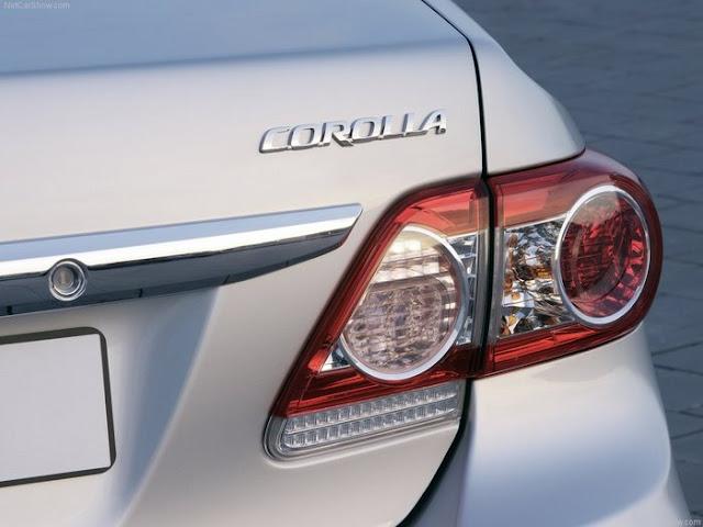Toyota Corolla 2012 - lanternas traseira