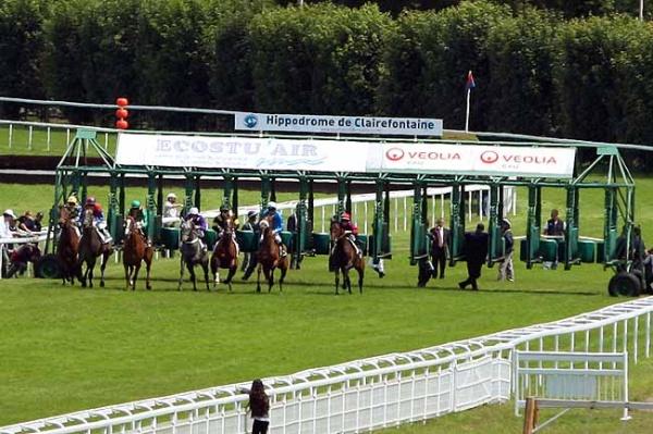 ディープインパクト産駒アクアマリンがフランスの未出走馬戦でデビュー勝ちの様子1