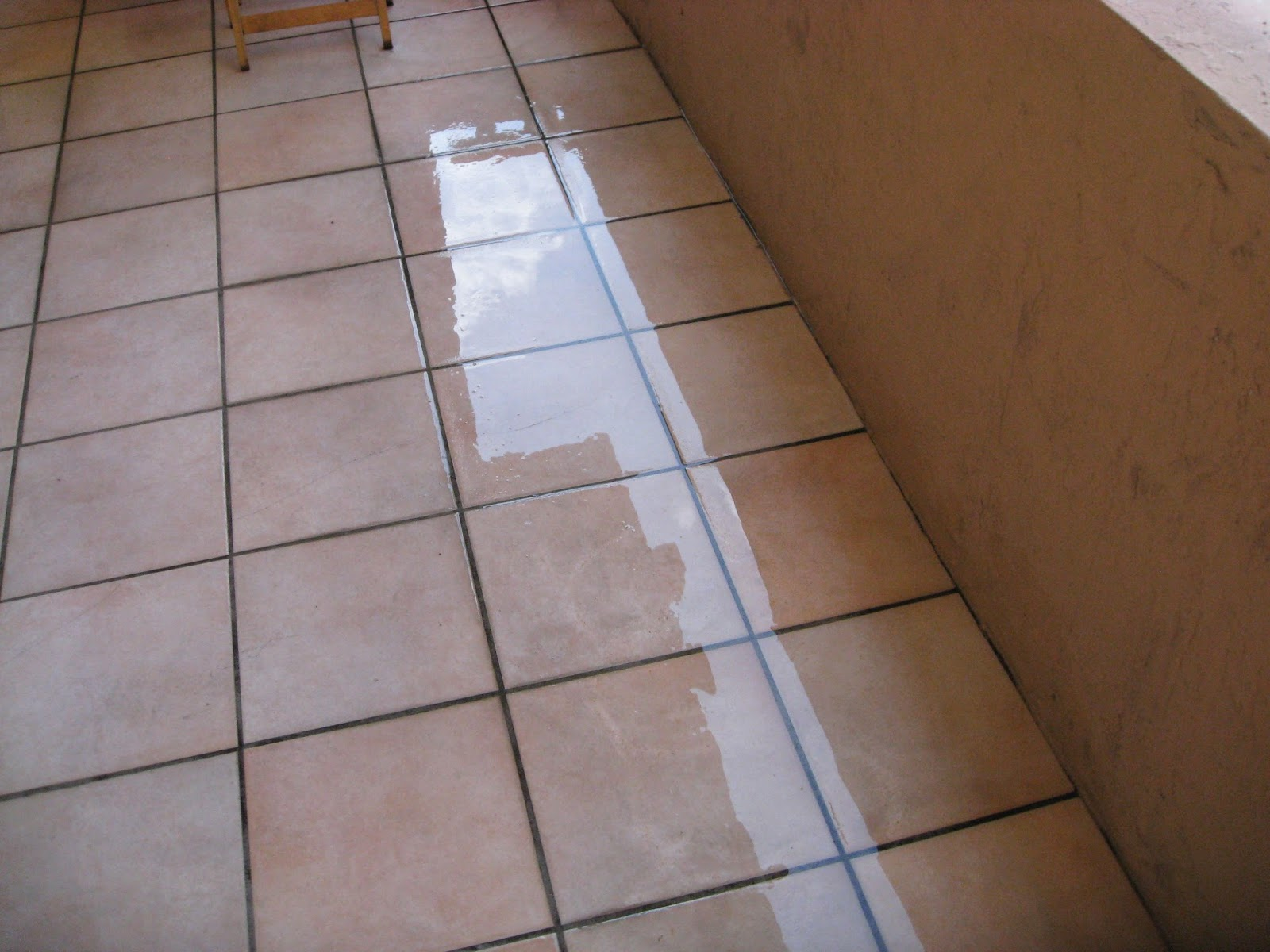 How to remove stains from floor tiles