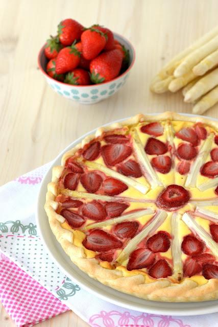 erdbeeren, spargel, tarte, erdbeertarte, spargel-erdbeer tarte, strawberries, asparagus, cake, torte, kuchen, backen, baking, bakery, lecker, yummy, summer, sommer, nachtisch, teig, tante fanny, food, foodie, foodblogger, kipferlundkrapferl, kipferl und krapferl, blog, blogger