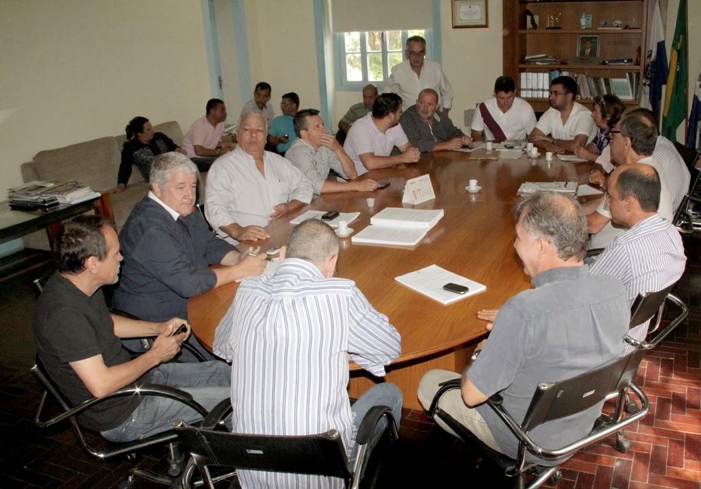 Prefeito Arlei traça diretrizes administrativas em reunia com sua equipe de governo