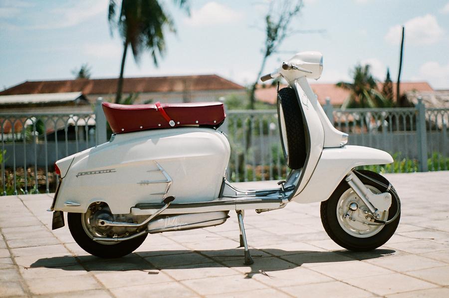 http://1.bp.blogspot.com/-yLAzU-WTkWI/UDowRZSVO7I/AAAAAAAAEFw/Luyg1Mr8pyM/s1600/the+scooterist+%252810%2529.jpg