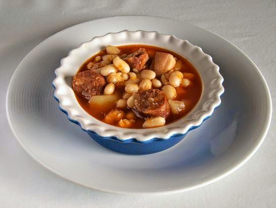 Judias blancas con chorizo cocinar en casa es - Judias con chorizo y patatas ...