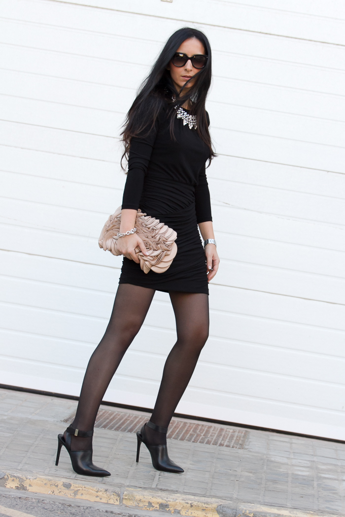 Draped Little Black Dress | With Or Without Shoes - Blog Influencer Moda Valencia Espau00f1a