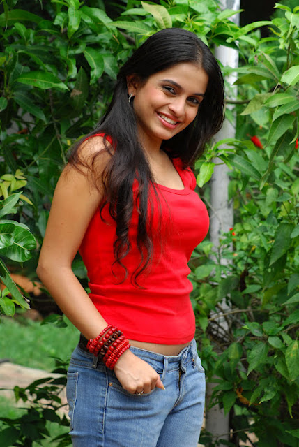 Sheena Latest Red T-shirt and Jeans Photos