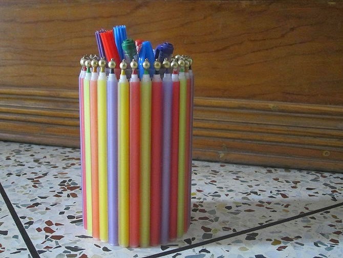 How to Make a Pen Holder Using Old Pens