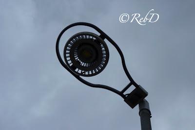 LED-gatlykta med rundade former. Underifrån. foto: Reb Dutius