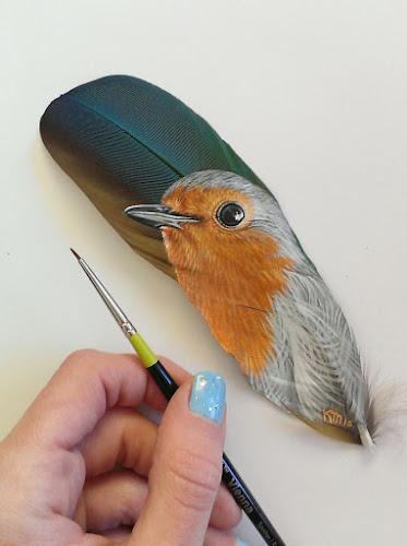 Artista Pinta Animais Detalhadamente em Penas