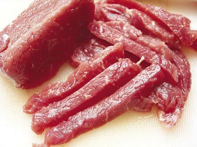 Người tiêu dùng vô cùng hoang mang vì chất tạo nạc tiềm ẩn trong thịt (Ảnh: laodong)