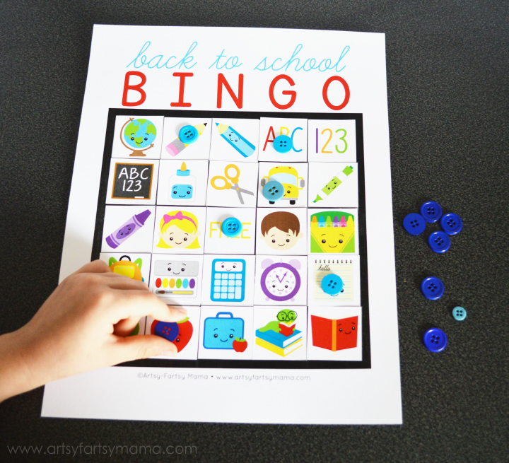Free Printable Back to School Bingo at artsyfartsymama.com #school #freeprintable #printable #bingo