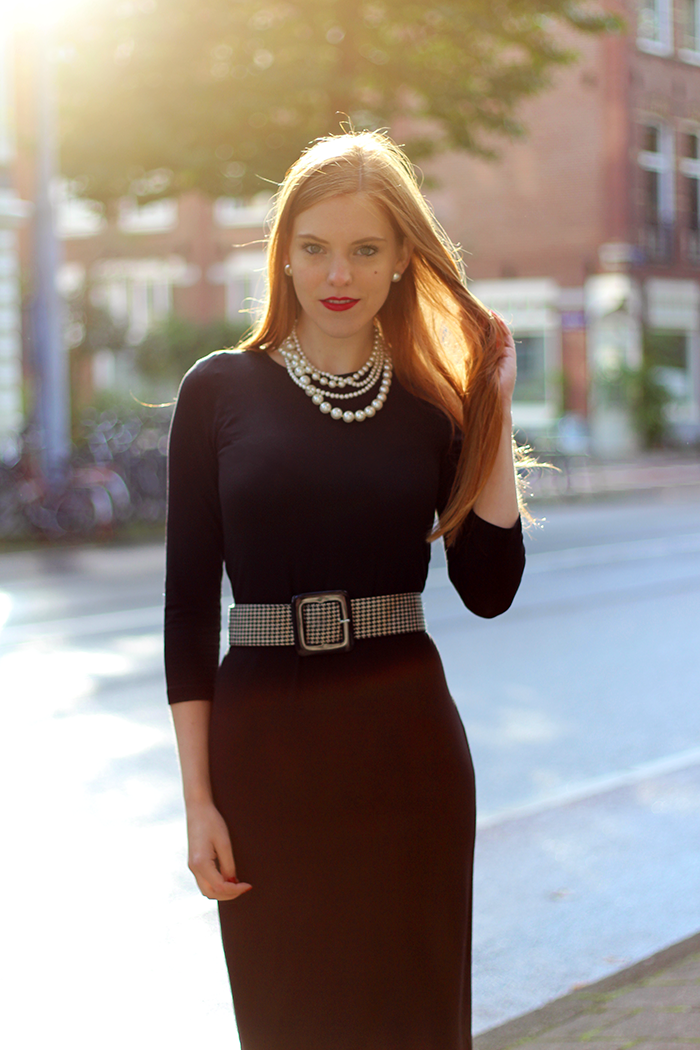 Vintage fashion blogger outfit with a midi dress, houndstooth, pearls and seam tights