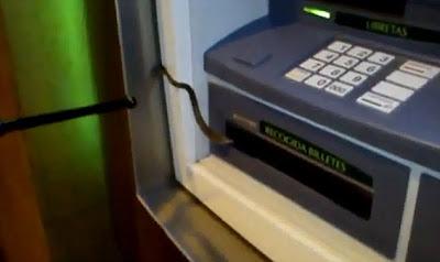 ular mesin ATM