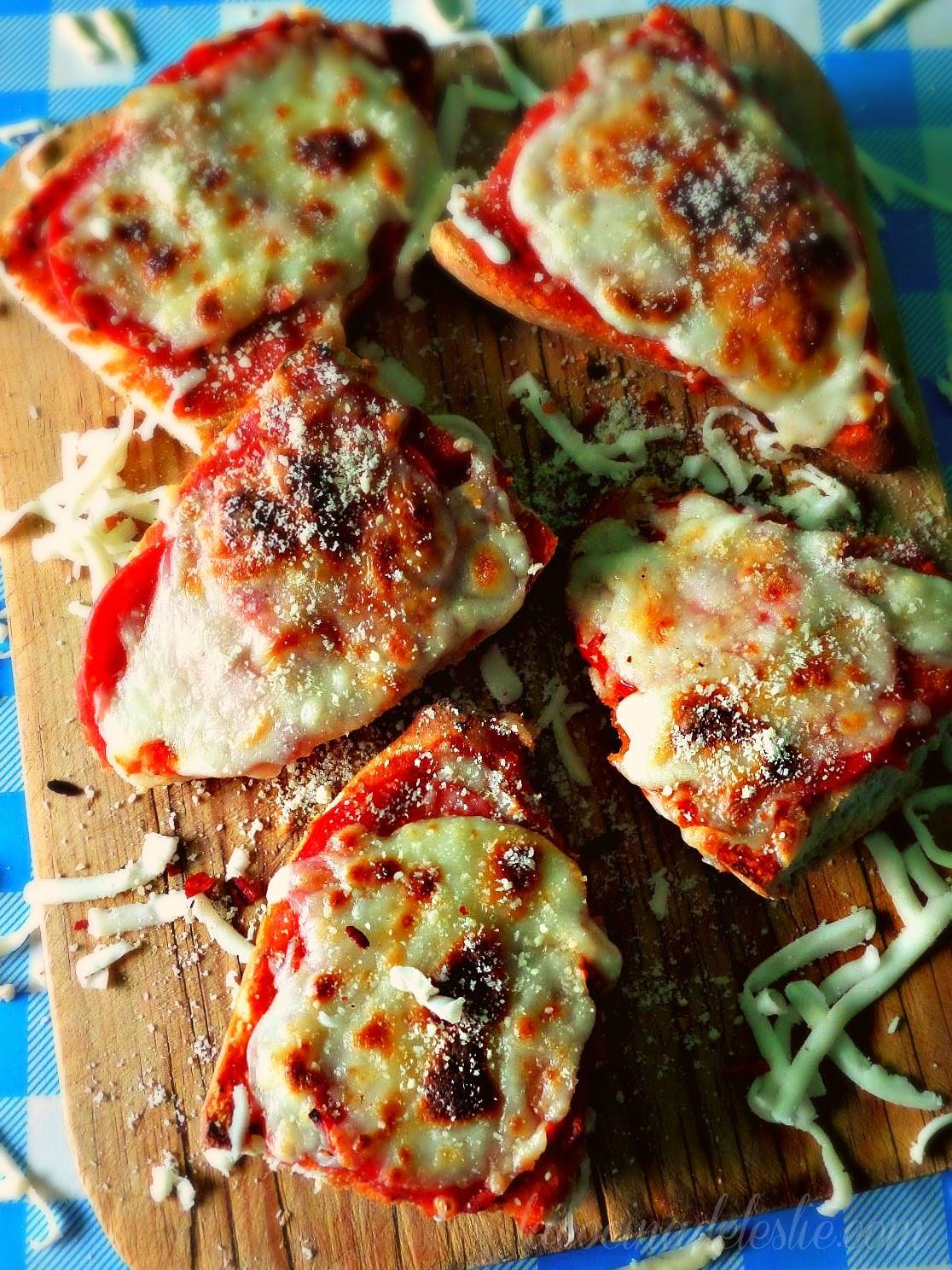 Bolillo Snack Pizzas - lacocinadeleslie.com